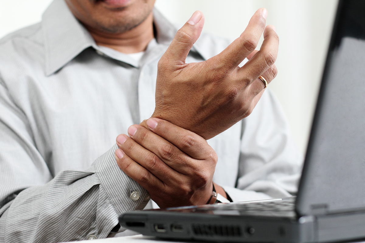 Common Signs You May be Dealing with Carpal Tunnel Syndrome