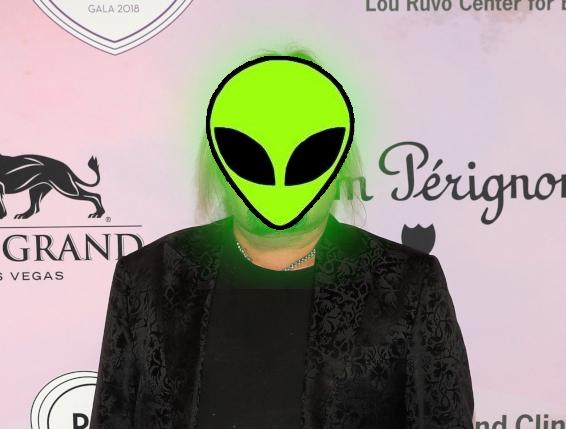 MÖTLEY CRÜE – Vince Neil Has Been Taken Over By A Space Alien (VIDEO)