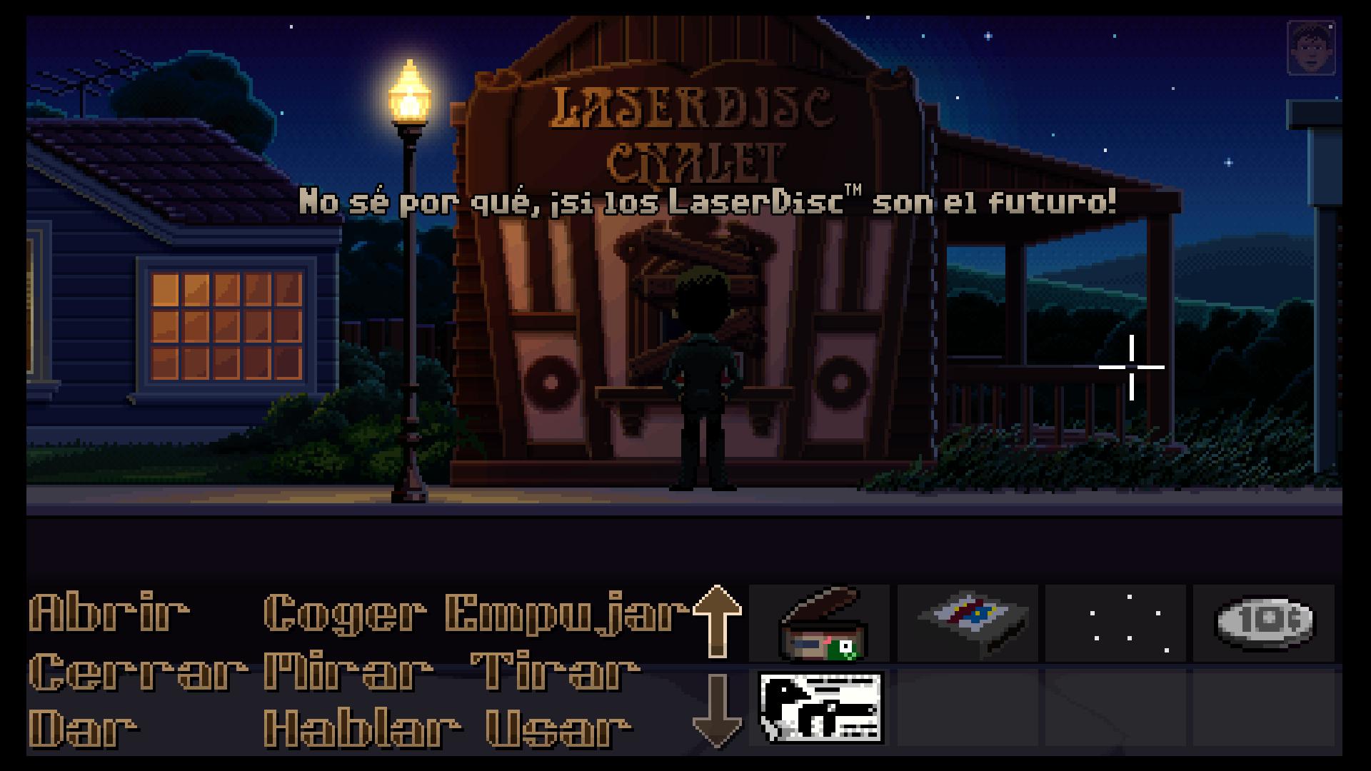 Agente Reyes viendo tienda de Laser Discs