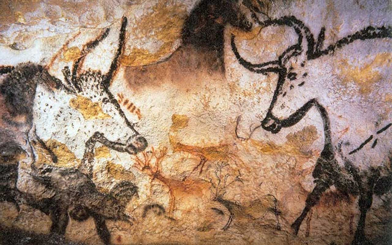 French kids discover the Lascaux cave paintings.