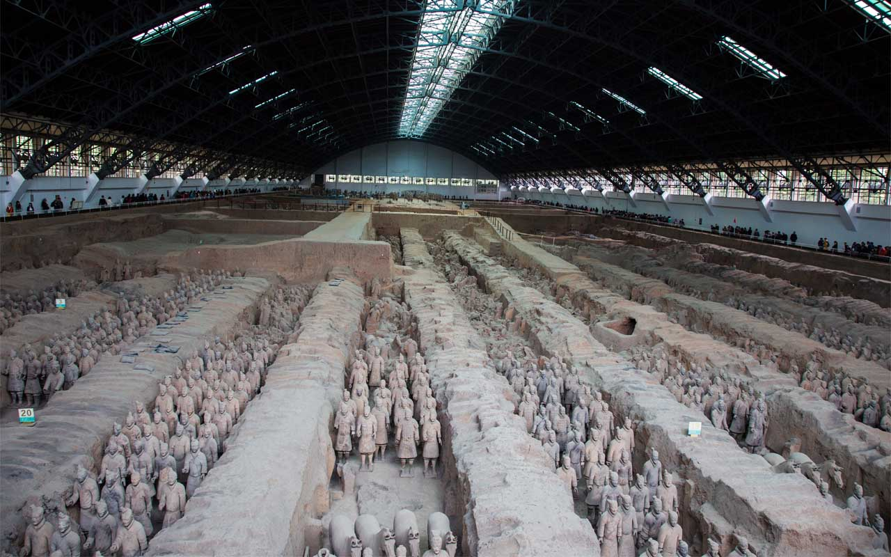 Farmers digging a well discover the Terracotta Army.