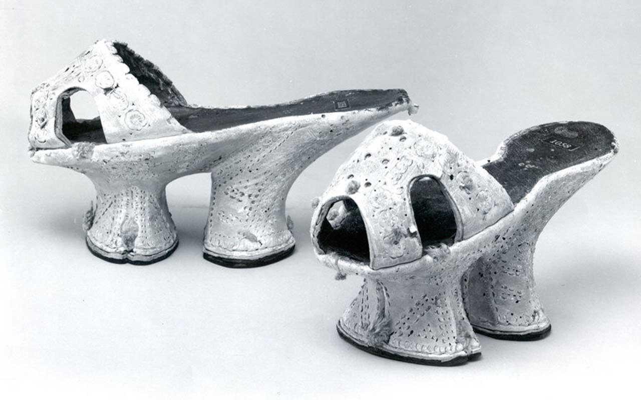 Chopines, footwear, shoes, history