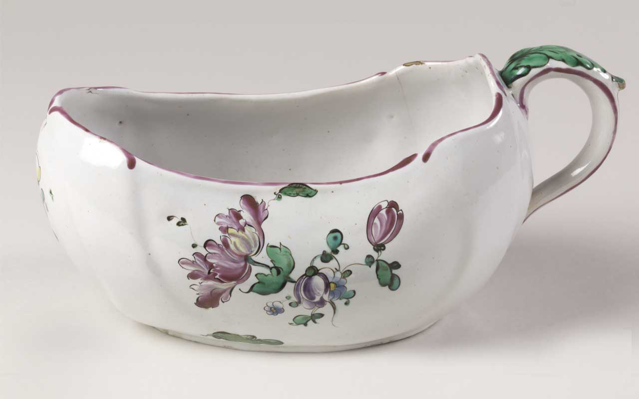 Chamber pots, women, facts, ladies, accessories