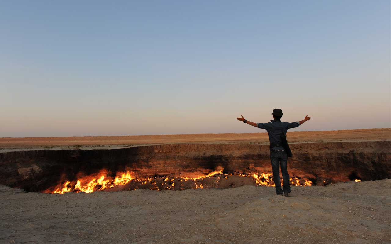 Gates to Hell, Turkmenistan, life, people, burning, crater