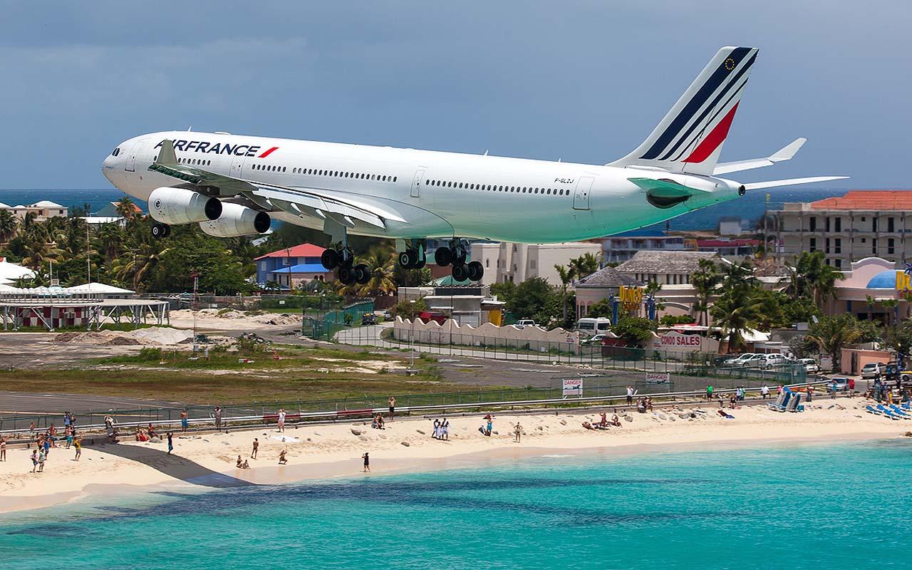 Princess Juliana International Airport, St. Maarten, airport, travel, wanderlust