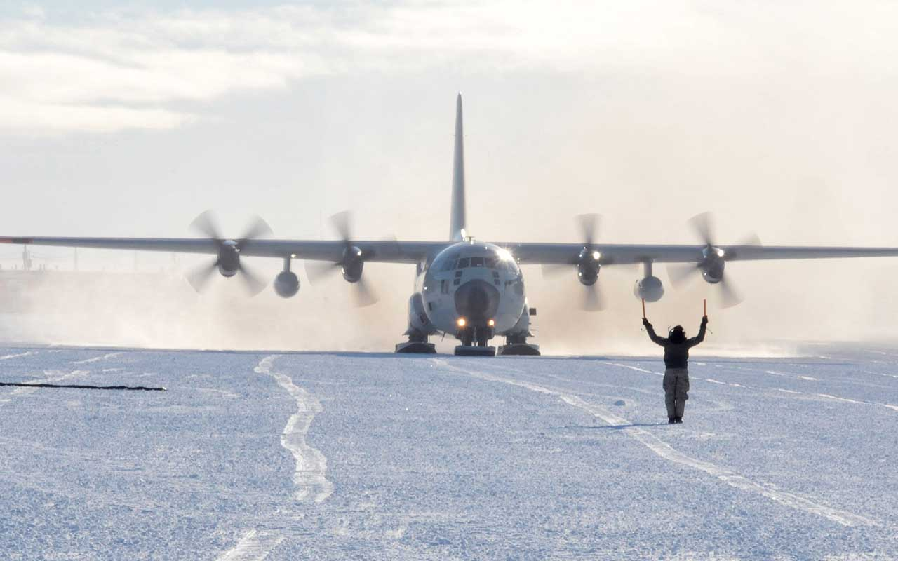 McMurdo Air Station, Antarctica, facts, life, people, travel, amazing, snow
