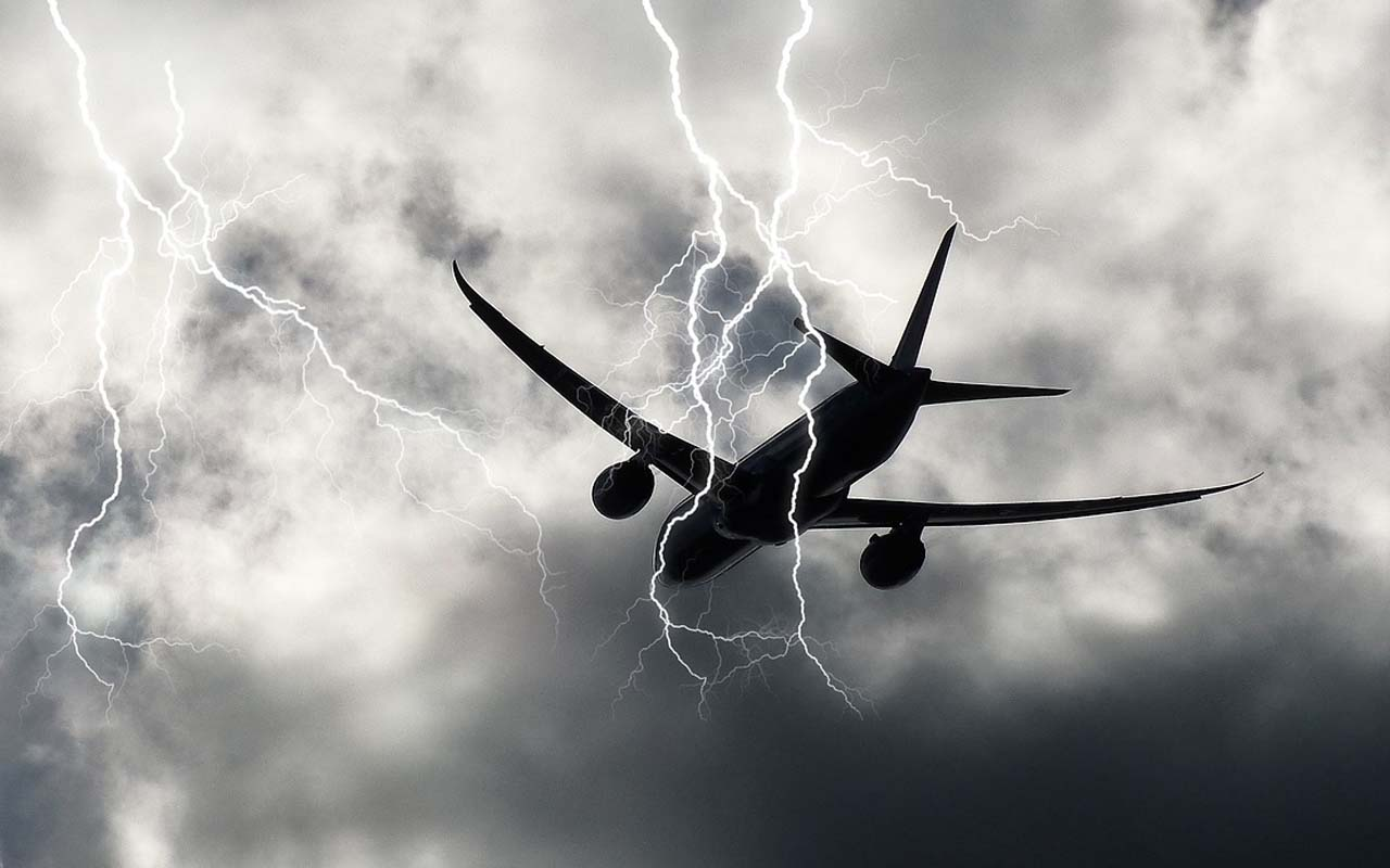 airplane, lightning, facts, people, life, common, knowledge