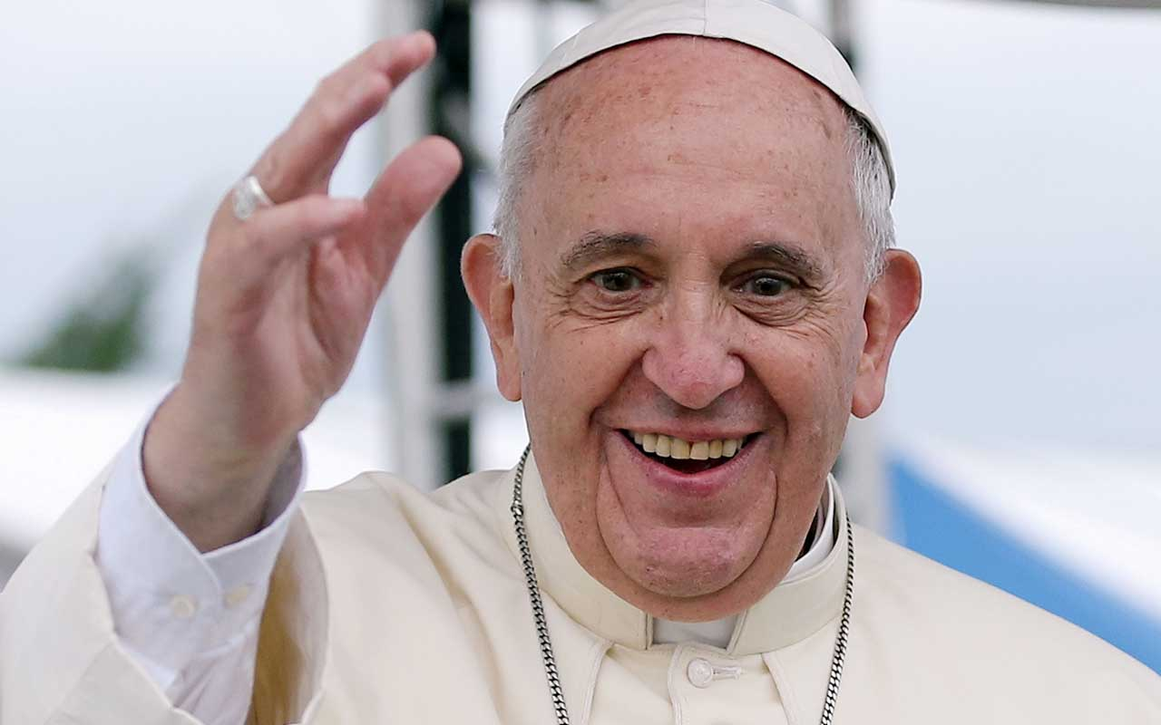 Pope Francis, Honorary Harlem Globetrotter, Italy, poor, rich, wealthy, helping, hands