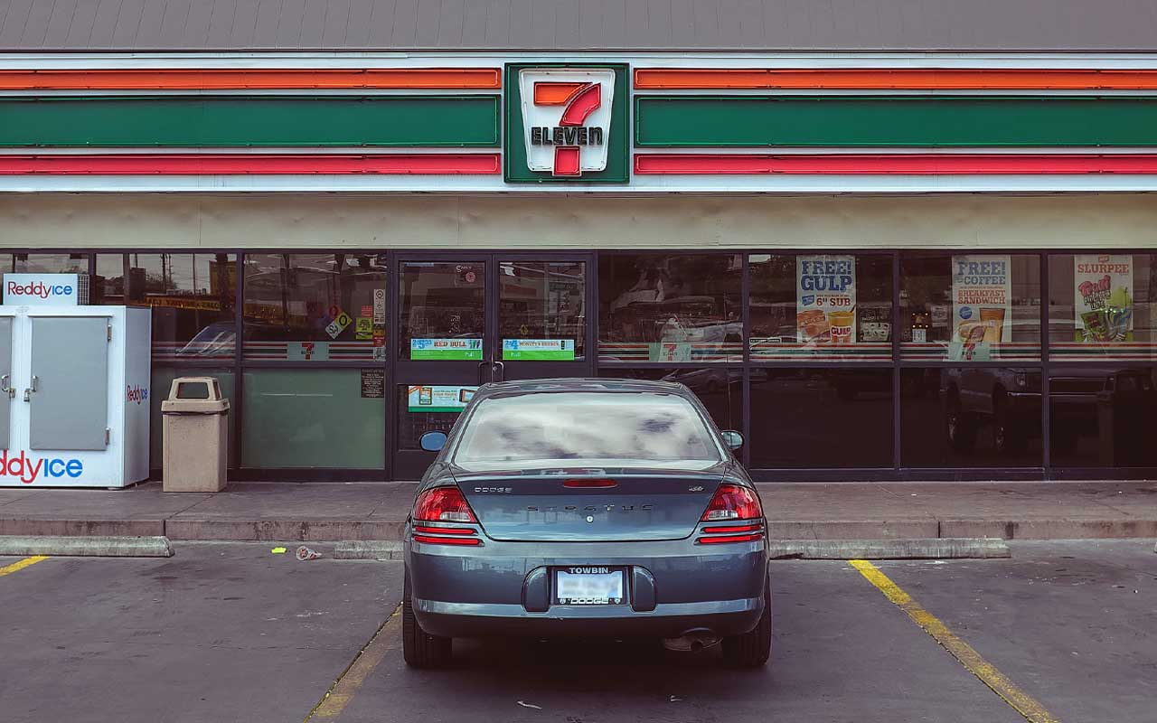 7 Eleven, company, business, open, 24 hours, service, facts, gas station