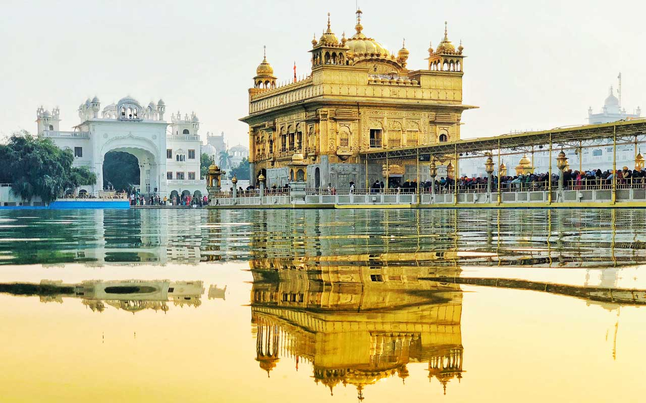 Golden Temple, Amritsar, facts, people, homeless, feeding, food, happy