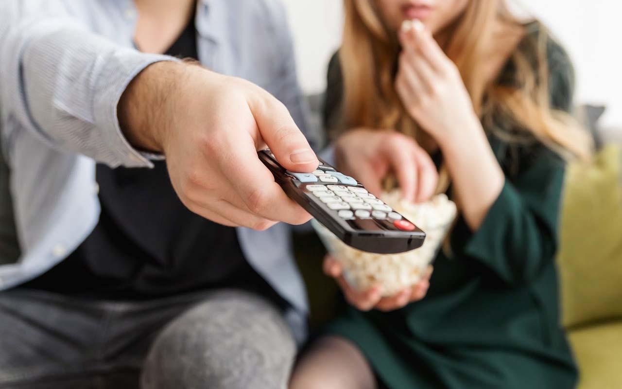couple, Iceland, tv, broadcast, facts, socializing