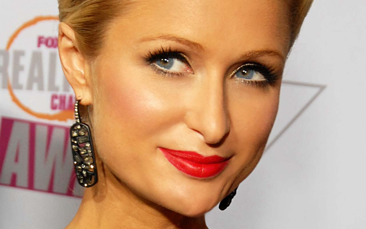 Paris Hilton, dog house, celebrities, expensive, purchases, facts