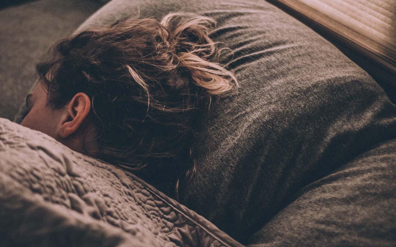 sleeping, snoring, dreaming, facts, people, life REM sleep