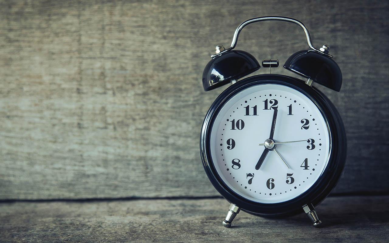 alarm clock, natural alarm, sleep cycle, REM sleep, waking up