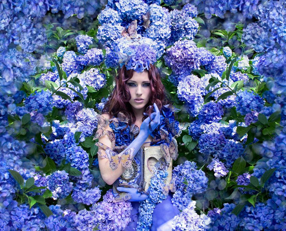 Kirsty_Mitchell_Wonderland_Flowers_BeautifulBizarre