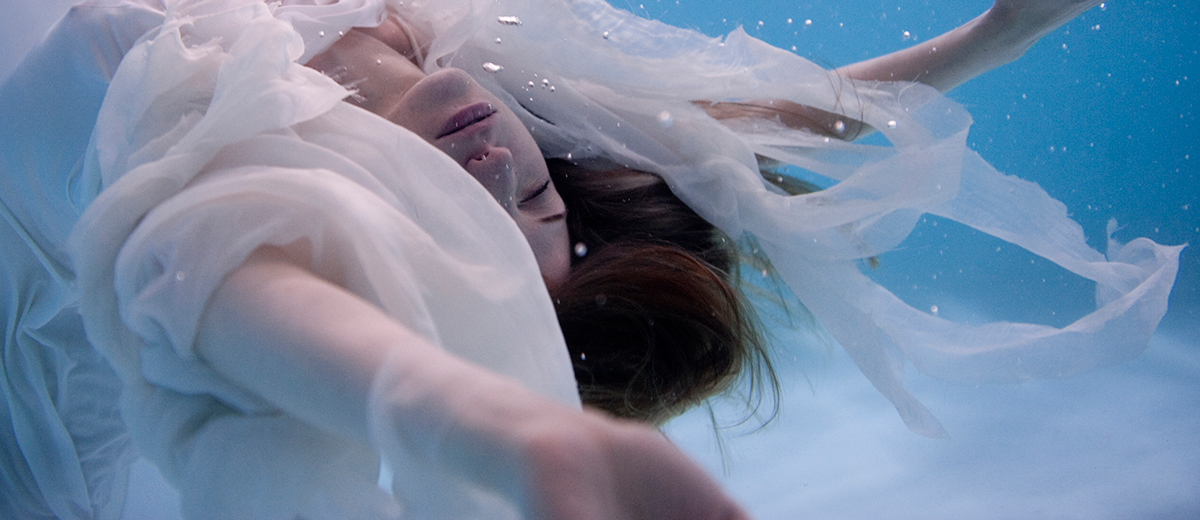 Beautiful Bizarre Photogasm: Drowned World and Floating Angels - Underwater Photography feat. Rhea Pappas and many more