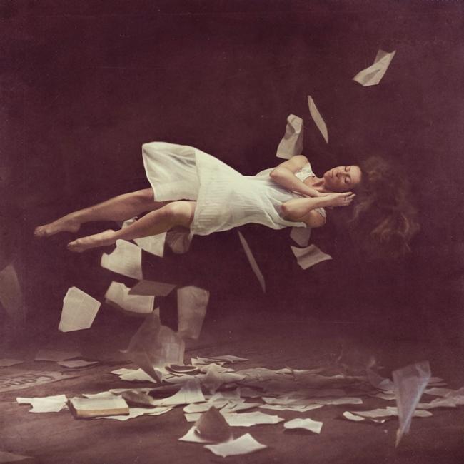 Brooke Shaden - levitation photography