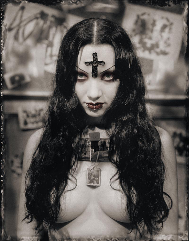 Gothic - Dissection and Suture - a special gothic themed art exhibition at Vanilla Gallery (Tokyo, Japan)