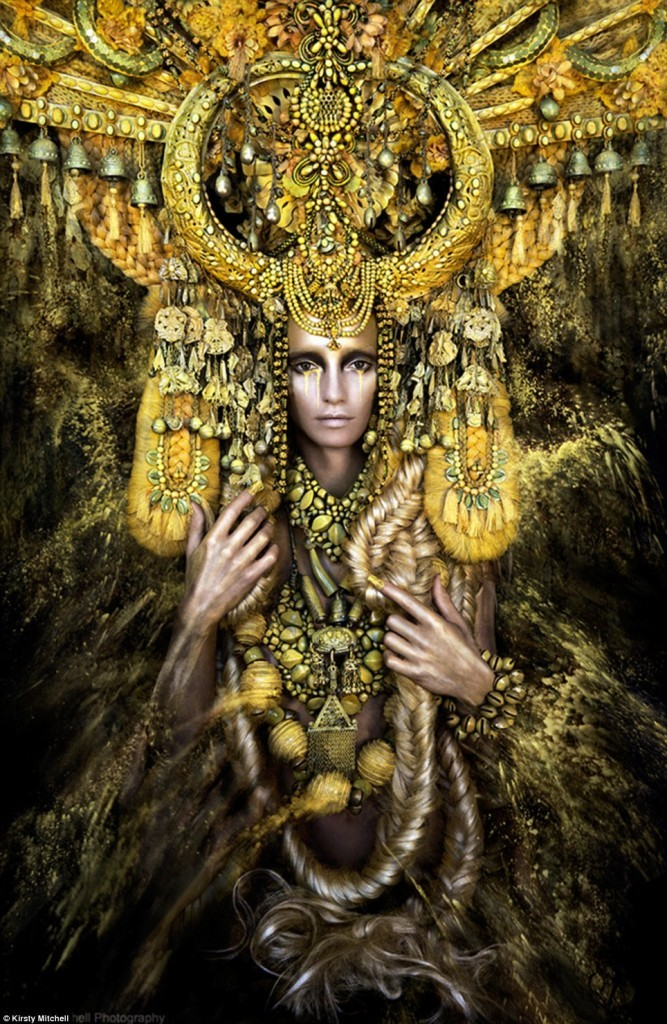 Kirsty_Mitchell-BeautifulBizarre