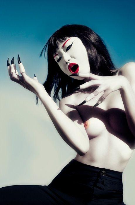 Salome_Vorfas_BeautifulBizarre_011
