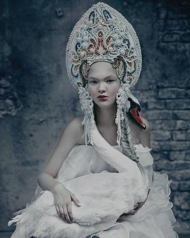 Agnieszka-Osipa-wearable-art