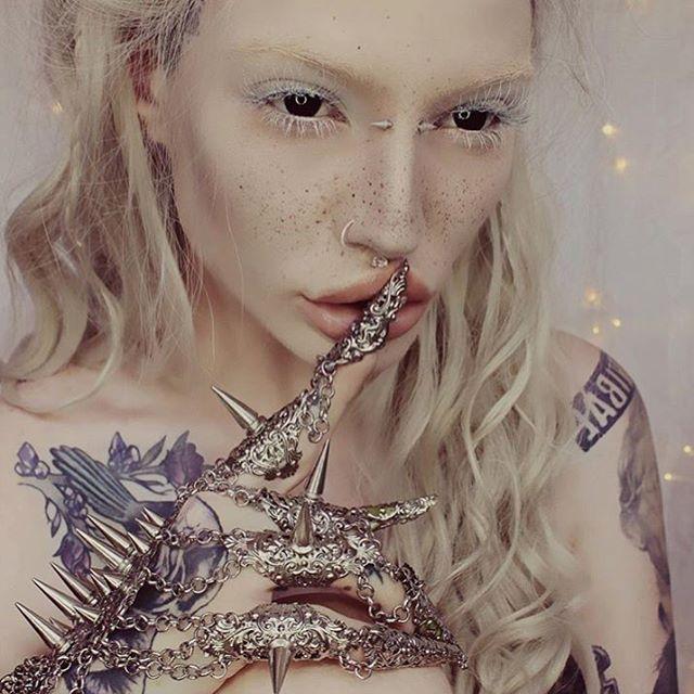 Lory-Sun-wearable-art