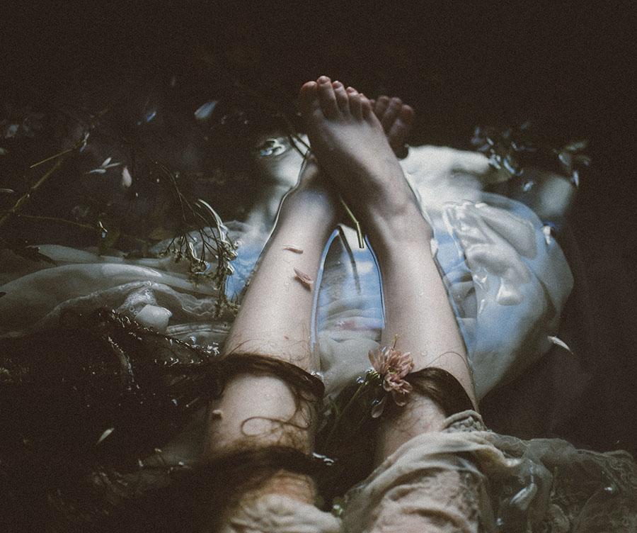 Antonie De La Roquelle legs  beautiful bizarre