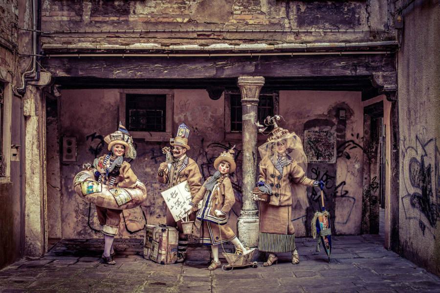 Robin Yong clowns photography
