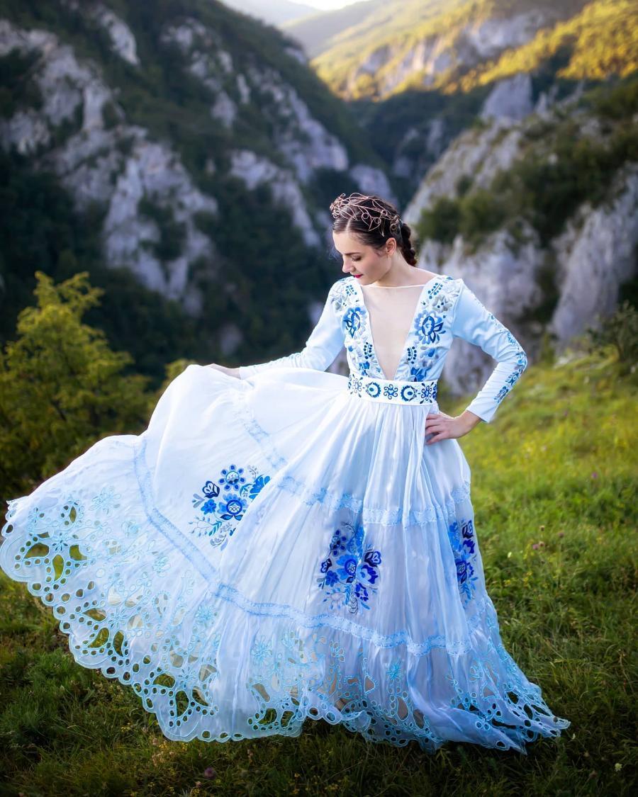 Jaroslava-Wurll-Kocanova-Blue-Flower-Dress