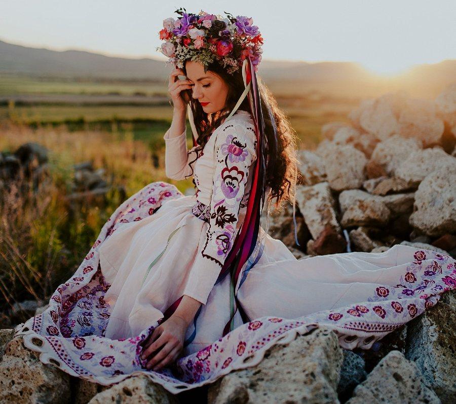 Jaroslava-Wurll-Kocanova-Long-Sleeve-Floral-Dress
