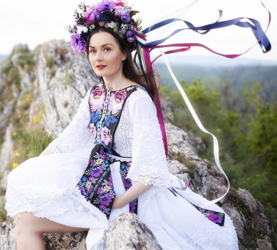 Jaroslava-Wurll-Kocanova-Purple-Black-Dress