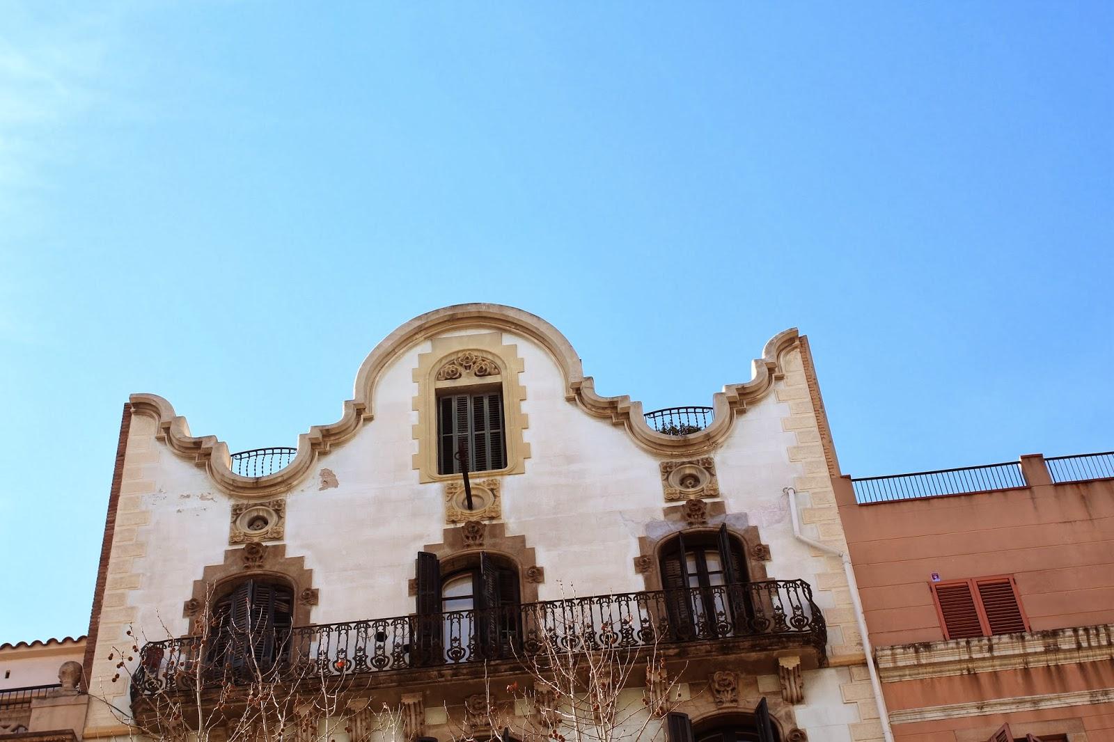 gaudi architecture tour in barcelona