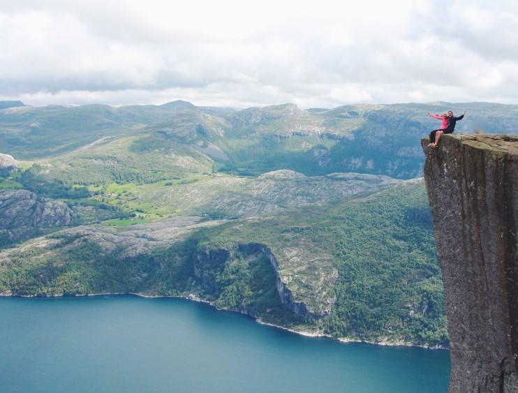 hiking preikestolen: pulpit rock