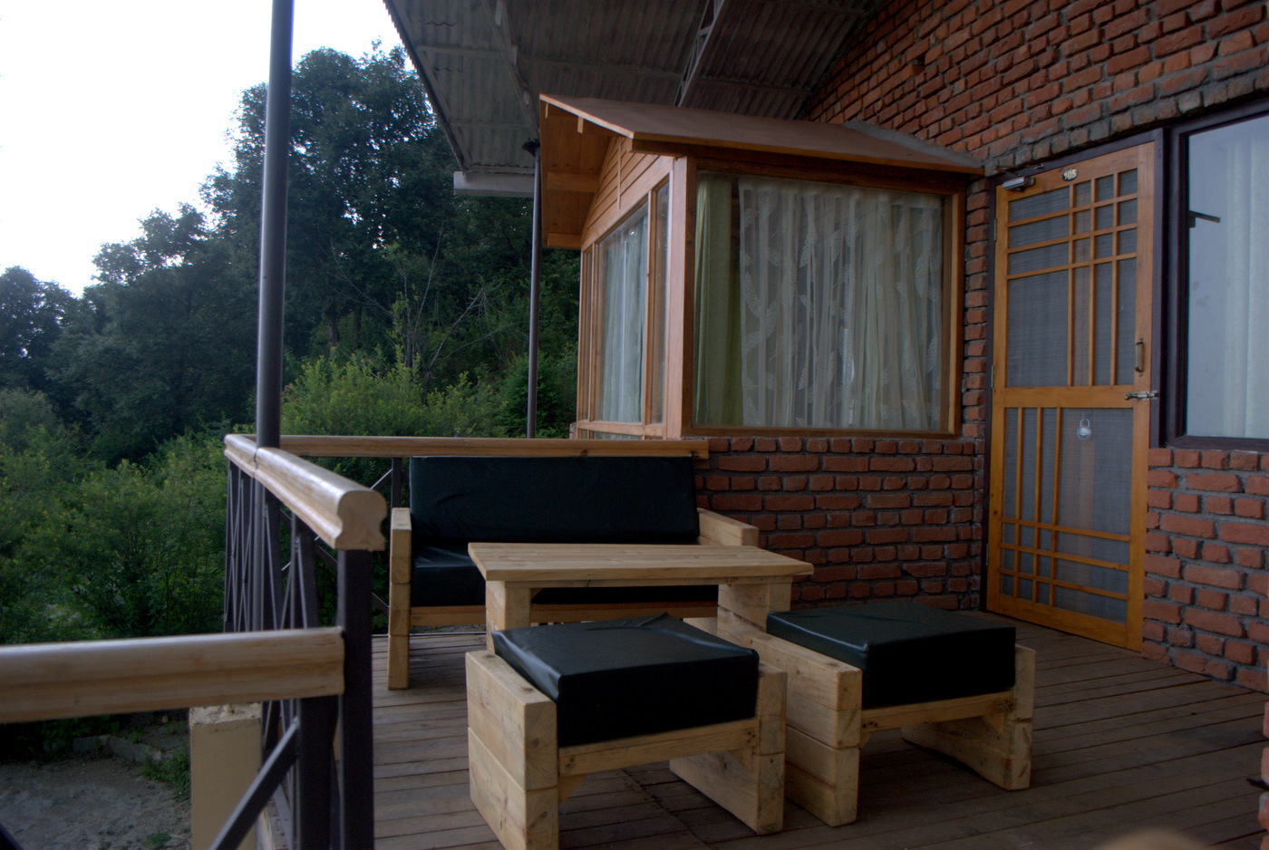 Oak Duplex Suites - Deck seating