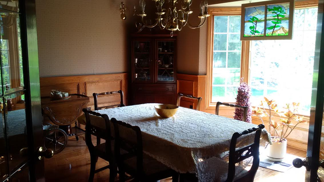 Why Does Home Staging Work? | dining room before staging | MatiDesign Interior Decorating And Home Staging London Ontario