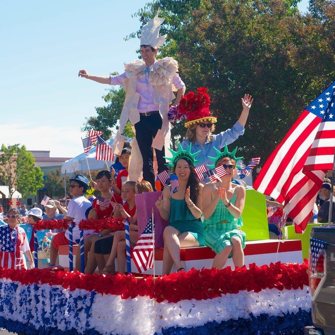 Parade Main