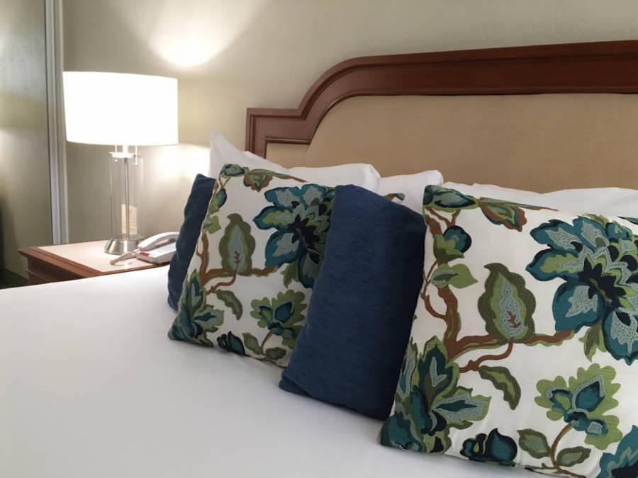 a_coronado_beach_hotel_bed-close.jpg?time=1634191398