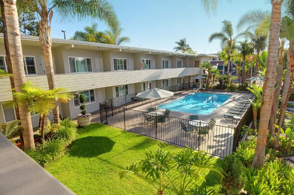 coronado_beach_hotel_pool_day.jpg?time=1634191398