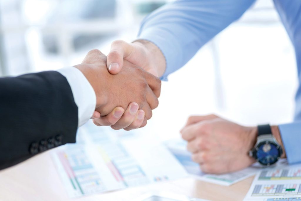 loan officer jobs shaking hands