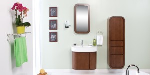 Beautiful name, don'tcha think? (Wink!) And this suite is all about its curves. That's a medicine cabinet over the sink!