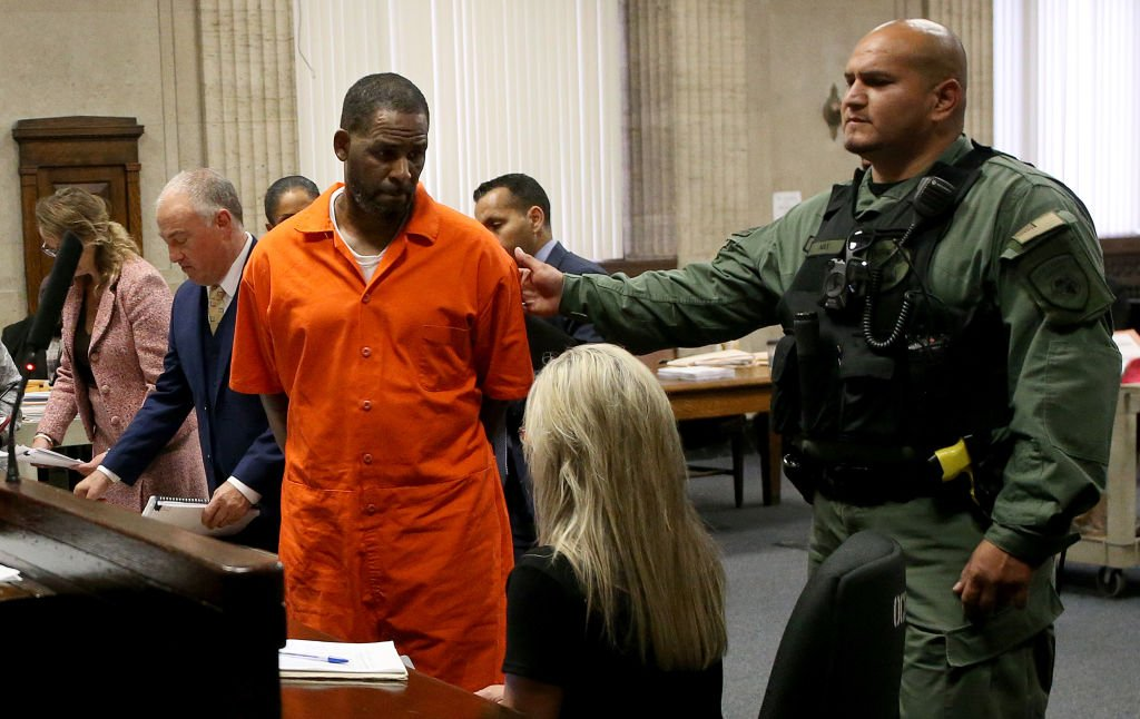Pied Piper of Quaren-Teen: R. Kelly Wants Out of Jail Because Of Coronavirus