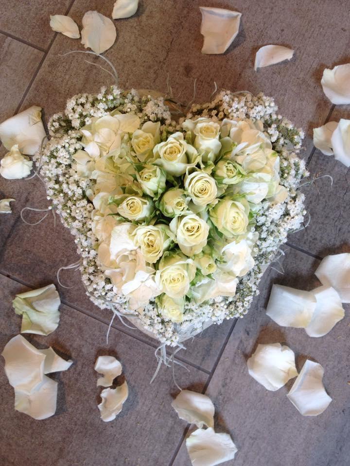 Gesteck Hochzeit Weisse Rosen Unterseen Interlaken