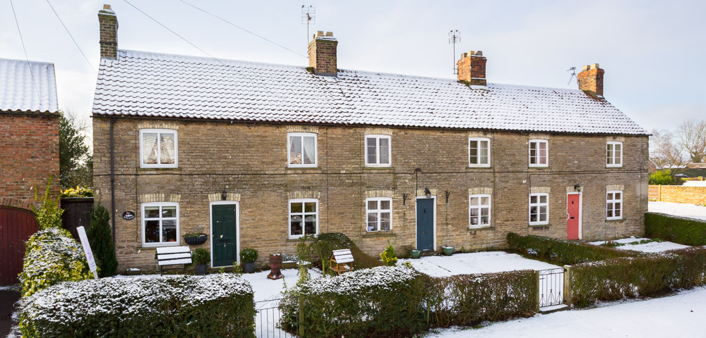 photographing houses in snowy weather