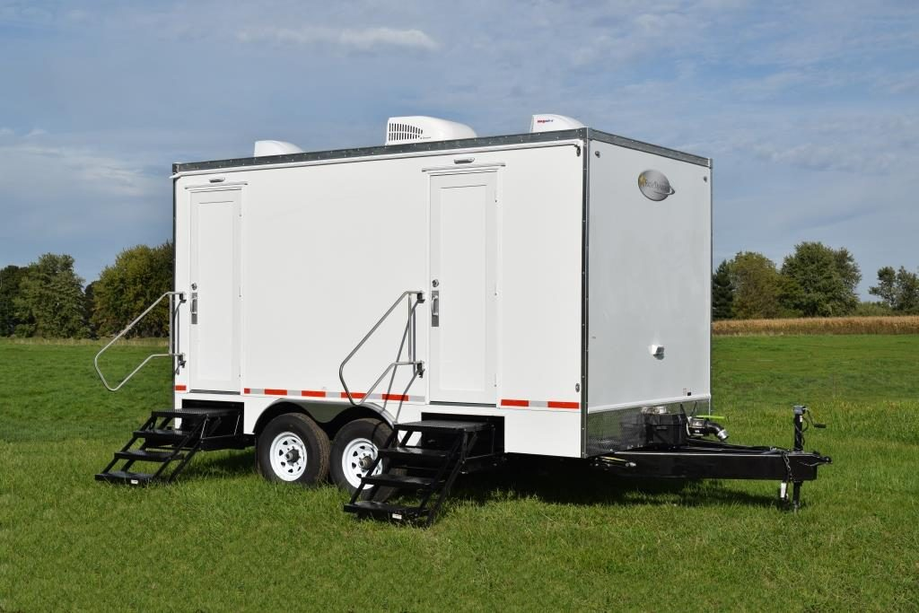 specialty trailers exterior steps