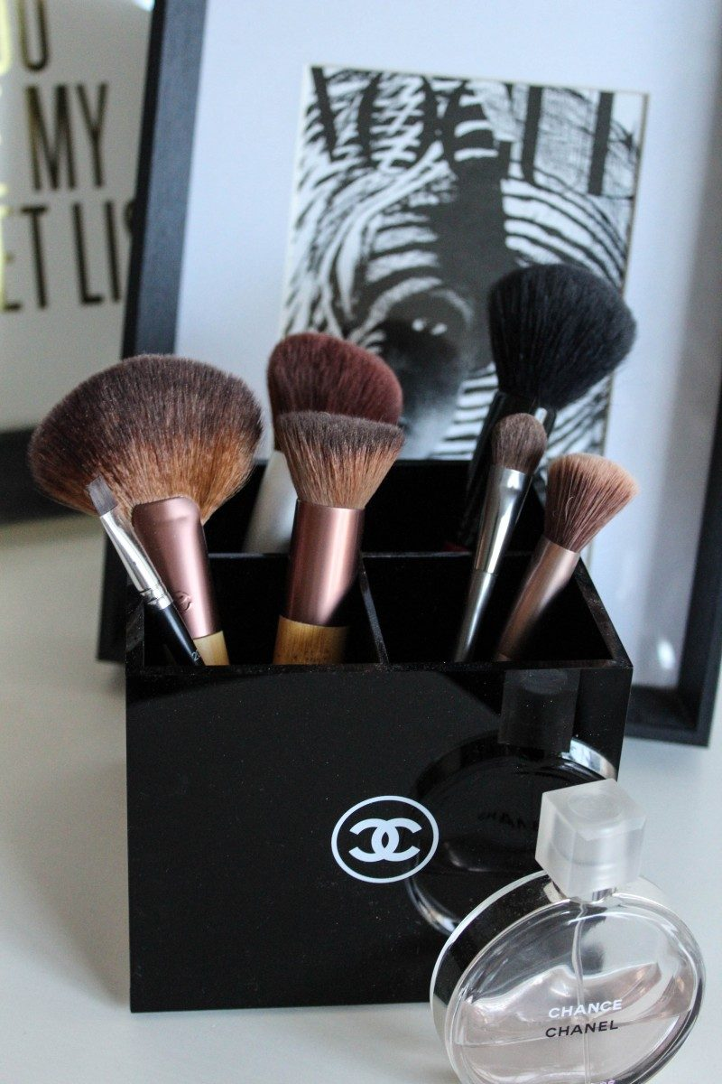 Ashley Deatherage of Never Without Lipstick talks about 10 favorite makeup brushses