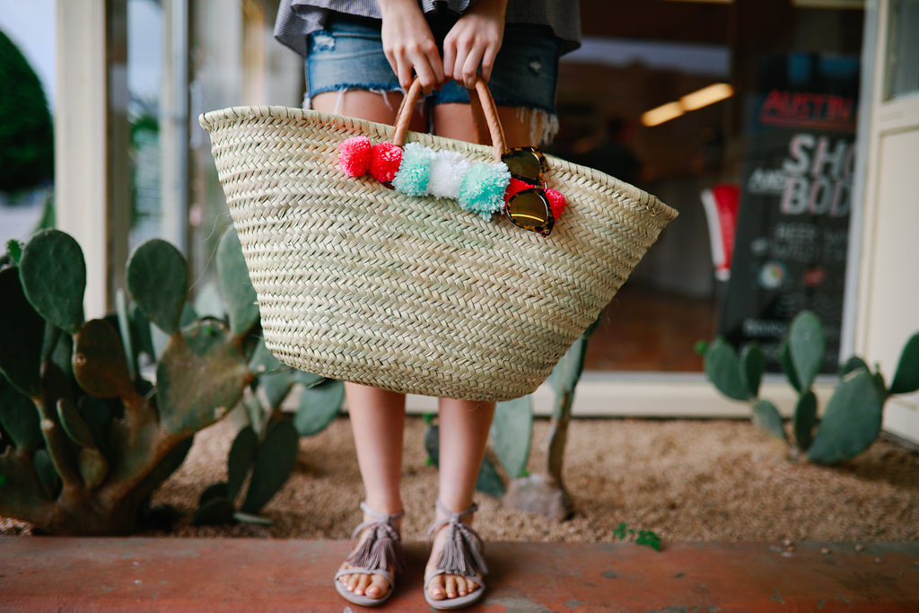 DIY Pom Pom Beach Bag, DIY, beach bag, diy pom poms, beachwear, beach style, beach outfit, pool outfit, pool day, summer fashion pinterest, summer style 2017, summer outfit//Never Without Lipstick