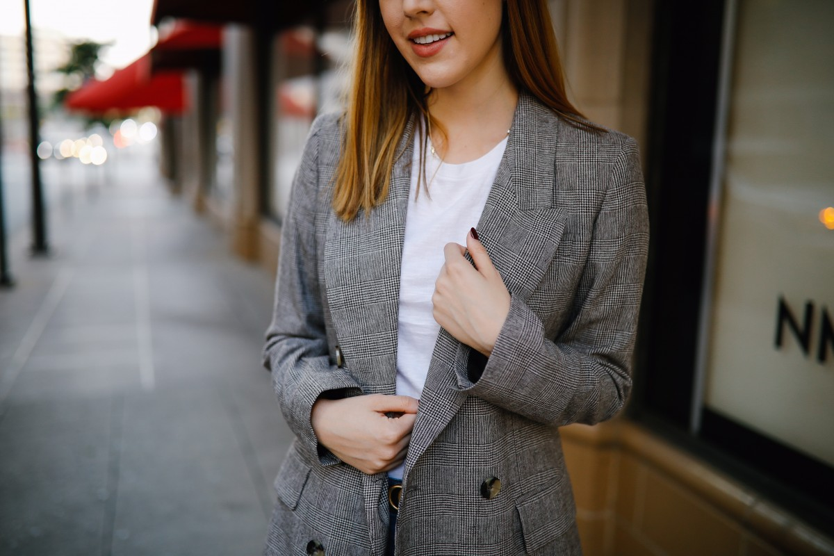 Style blogger Ashley Deatherage of Never Without Lipstick shares 4 outfits to wear during the fall transitional period | Never Without Lipstick | fall outfits, fall outfit ideas, fall transition outfits, fall transition outfits for work, casual fall transition outfits