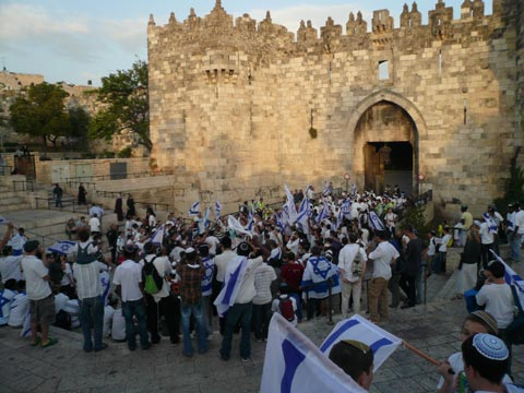 Jerusalem Day Parade enters Old City from Dmascus Gate