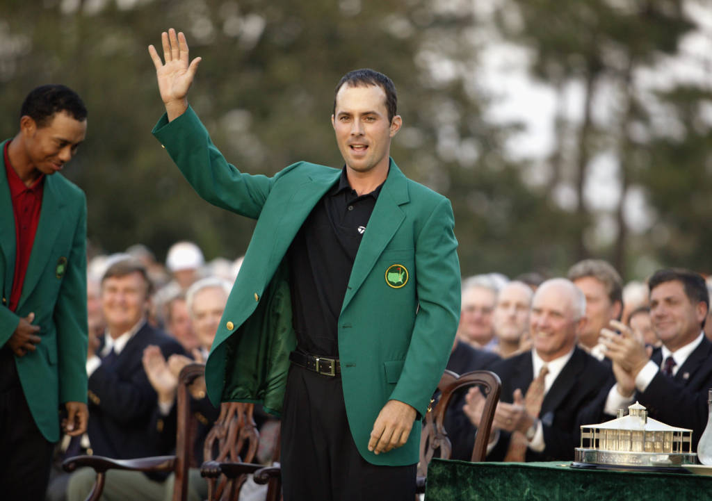 AUGUSTA, GA - APRIL 13:  Mike Weir waves to the crowd after winning the 2003 Masters Tournament on April 13, 2003 at the Augusta National Golf Club in Augusta, Georgia. (Photo by David Cannon/Getty Images)