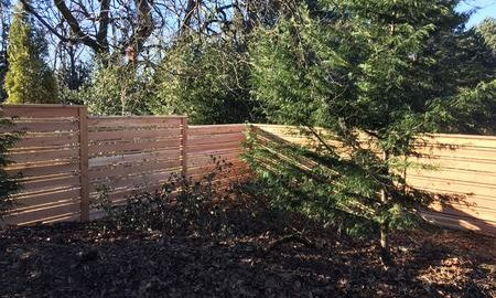 Horizontal fence with alternating board sizes